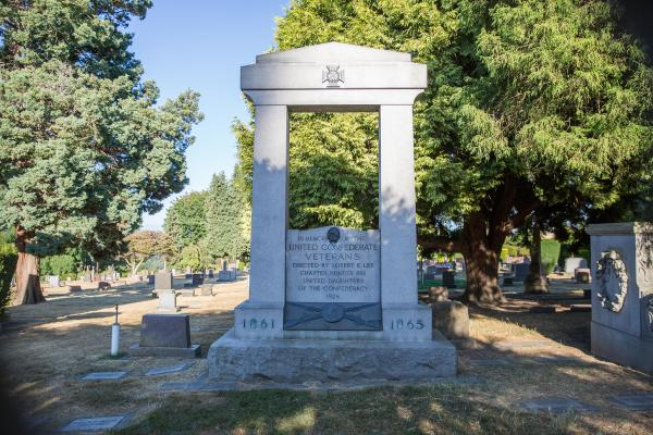 A monument erected in 1926 by the United Daughters of the Confederacy sits in a cemetery in Volunteer Park. The cemetery is private property so the city of Seattle has no say in the matter. Photo by Alex Garland