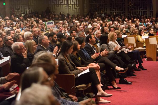 Temple De Hirsch Sinai was filled with solidarity, unity and thousands of community members who gathered to mourn those lost at the Tree of Life synagogue in Pittsburgh. Photo by Lisa Hagen Glynn