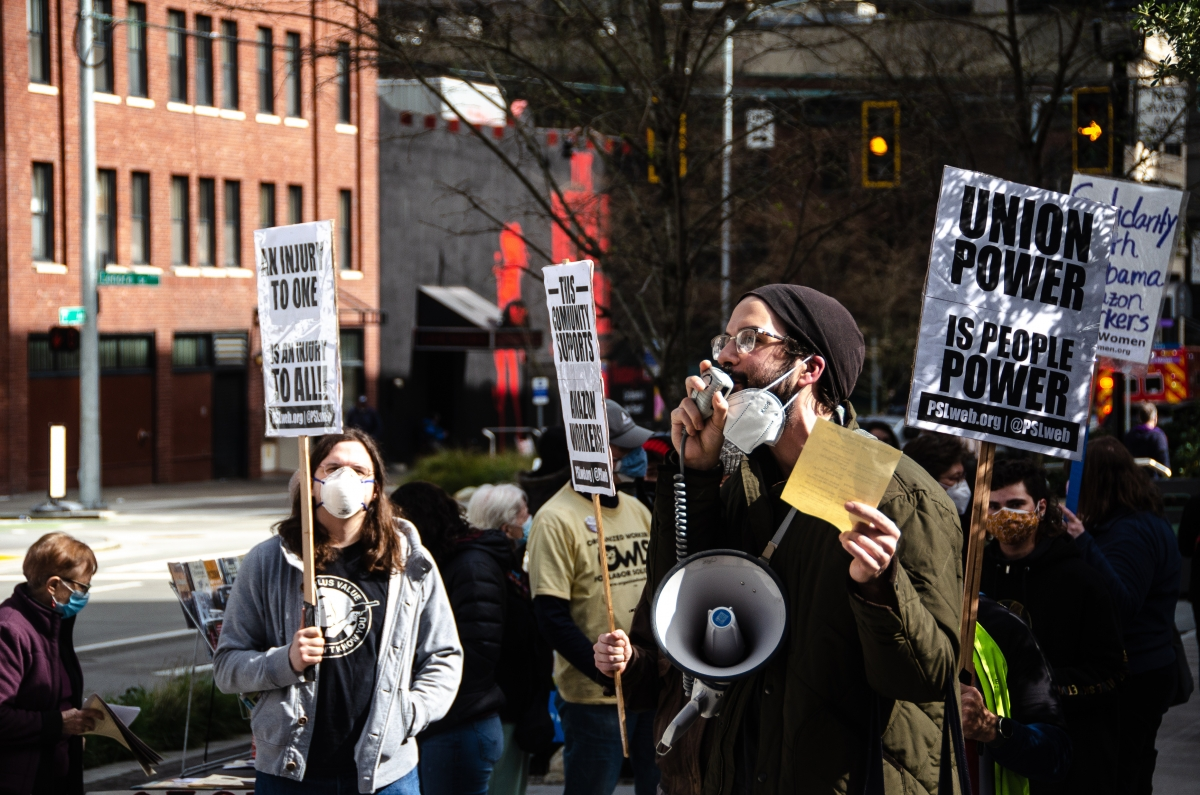 Jared Houston, who is a member of the Freedom Socialist Party and the United Food and Commercial workers Local 21, spoke about the Bessemer, Alabama, union drive to a crowd gathered at the Amazon Spheres March 20. Photo by Christy Carley